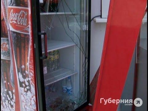 Подростки взломали холодильник с газировкой.MestoproTV