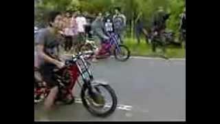 Video Balap liar drag motor RX KING di glonggong,, bycah donorojo, ora nggagas penting di gas... download MP3, 3GP, MP4, WEBM, AVI, FLV Juni 2018