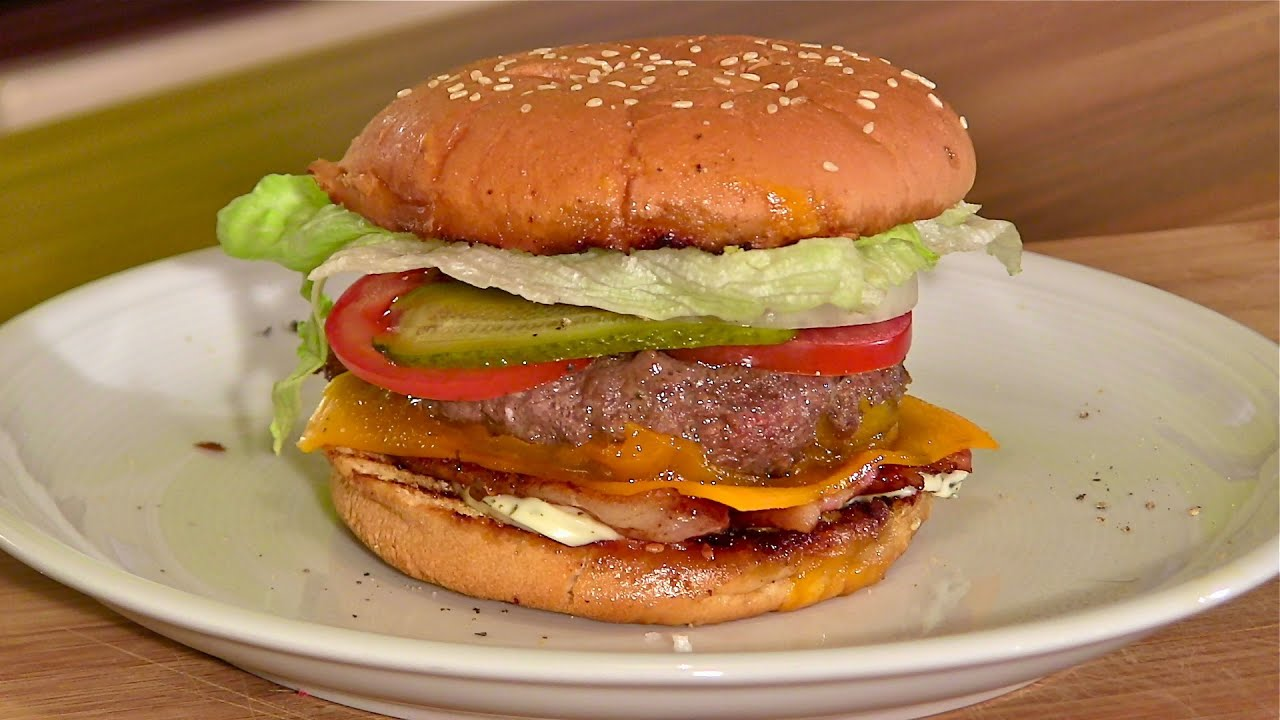 cheeseburger hamburger mit bacon selber machen cheeseburger mit cheddar und bacon youtube. Black Bedroom Furniture Sets. Home Design Ideas