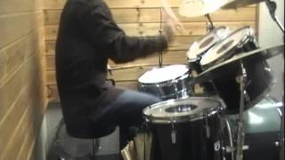 ドラムを始めた頃にバンドでコピーしていた思い出の曲です。 ずいぶん久...