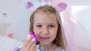 Download Катя как принцесса собирается на бал Mp3 and Videos