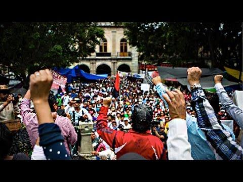Nine Killed in Police Crackdown on Oaxaca Teacher's Strike (1/2)