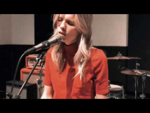 Смотреть клип Molly Kate Kestner - Keep Your Ghost