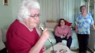 Alicia Gonzalez Avila cantando OYEME MAMA