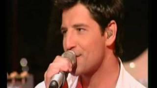 Sakis Rouvas - Na magapas (LIVE) + lyrics