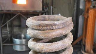 распрямить пружину на материал и сделать из нее вороток