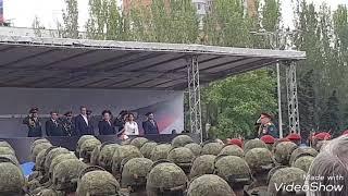 Парад Победы в Донецке в сопровождение собаки - 9 мая 2018