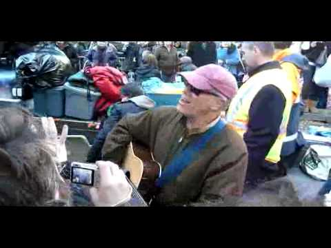Loudon Wainwright III at Occupy Wall St. Dead Skunk.mov