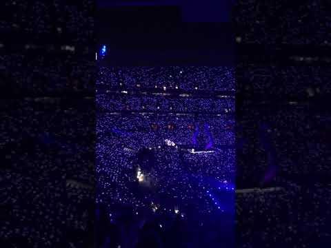 Taylor Swift sings Teardrops On My Guitar on Tour!