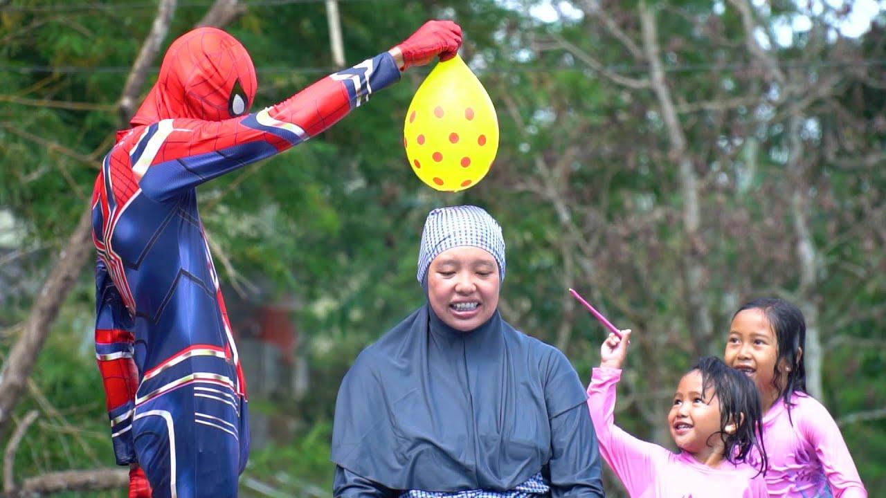 Challenge Bermain Pecah Balon Isi Air Belajar Warna    Playing Water Slide In The Swimming Pool