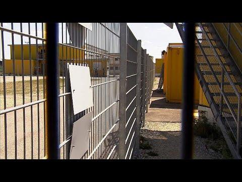 Германия раздает мигрантов