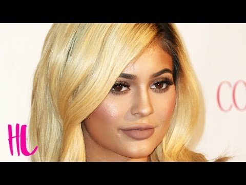 Kylie Jenner Suffers Major Wardrobe Malfunction At Red Carpet Event thumbnail