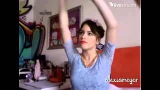 """Martina Stoessel canta """"Còmo Quieres"""" y """"Nuestro Camino"""" (Twitcam 24/11/13)"""
