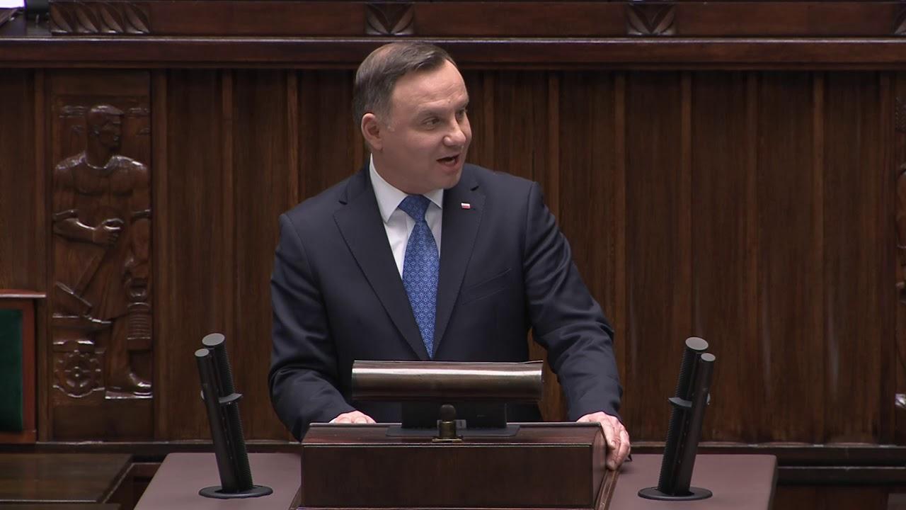 Orędzie Andrzeja Dudy oraz inauguracyjne przemówienie Macierewicza na 1. posiedzeniu Sejmu