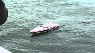 RC Boat - Wave Jumping