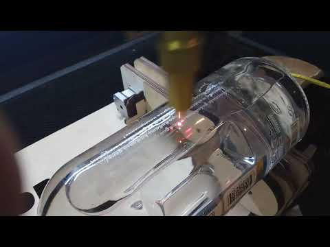 Гравировка на стеклянной бутылке лазером!