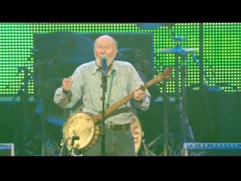 Pete Seeger  - If I Had A Hammer (The Hammer Song) (Live at Farm Aid 2013)
