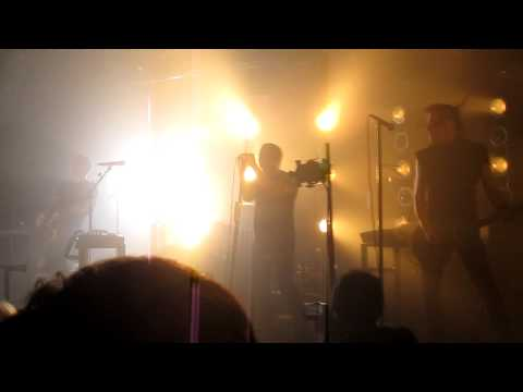 Nine Inch Nails - Somewhat Damaged HD (live @ the Echoplex 9/6/09)