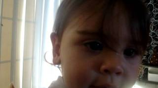 mon bébé qui chante elle va vous faire craquée