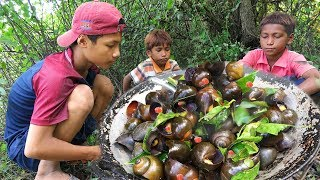 Cowboy Life - boys cooking snails recipe with eating delicious in wild