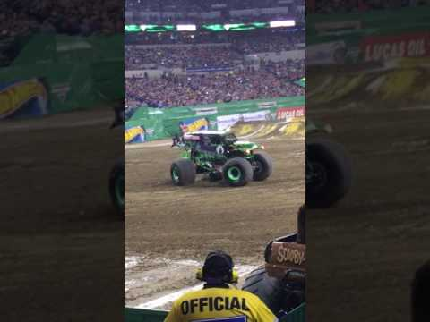 Grave Digger wins Monster Jam Freestyle Indianapolis 2017