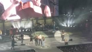 kenny chesney battle at bristol tailgate with peyton manning boys of fall
