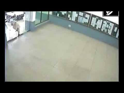 Pakistani Man Runs Through Automatic Glass Door Youtube