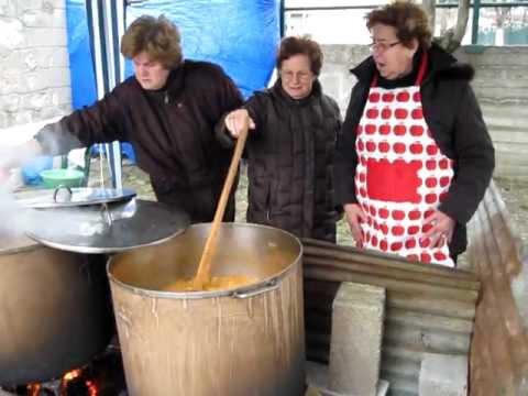 Αποτέλεσμα εικόνας για γυναικες βραζουν φασολαδα