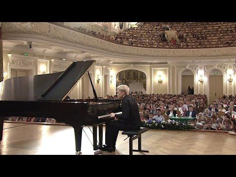 "Alexander Malofeev plays Rachmaninoff Etude Op.39 No.6 ""Little Red Riding Hood"""