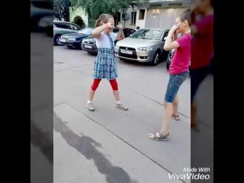 Женщины молодые девушка кулаком дала по яйцам русская минетчица кончающие