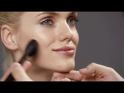 M·A·C ARTISTS UP CLOSE:  Get Dimensional — Everyday Contouring and Highlighting with Dominic Skinner