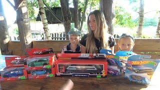Покупка игрушек Распаковка машинок Гуляем по детскому магазину игрушек Подарок Владу на 6 лет