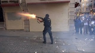 Istanbul police fire rubber bullets at protesters