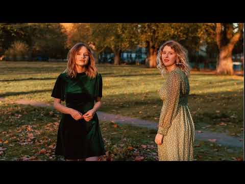 Gabrielle Aplin & Hannah Grace – Blue Christmas