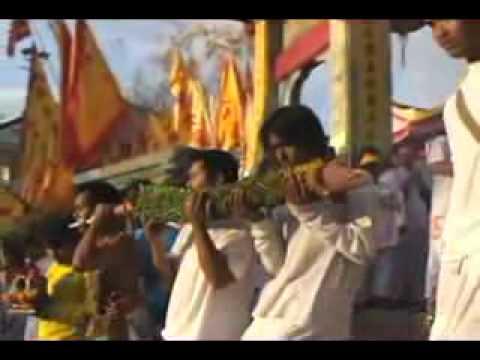 Lễ hội hành xác ghê sợ tại Thái Lan