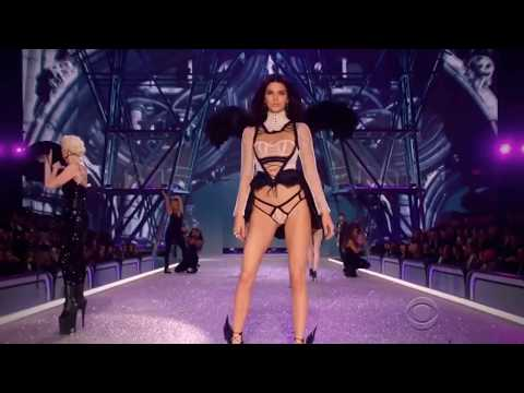 Kendall Jenner on the Victoria's Secret Fashion Show Runway 2015 - 2016