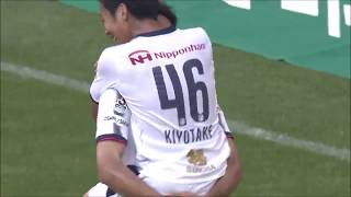 自陣からのロングパスが前線の山村 和也(C大阪)に渡り、キーパーとの...