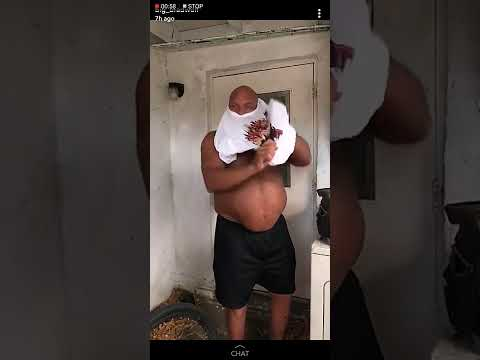 Big Lenny looking jacked 400lbs ripped