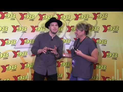 Gavin DeGraw Plays 'Would You Rather' At St. Louis Uncorked