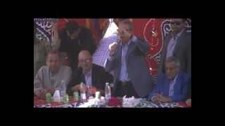 عمر موسي فى اثناء زيارته لقرية ميت ناجى الدقهلية