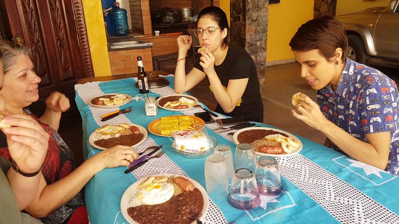 Con mi familia disfrutando una deliciosa Bandeja Paisa