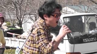 2013/03/09 バイバイ原発3・9京都 円山公園しだれ桜前でのモジモジ先生ゲリラライブ.