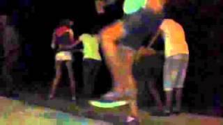 Веселая компания танцует Макарену!