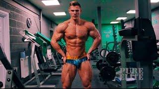 Muscle Model age 22 becomes UK Champion Harv Fairburn