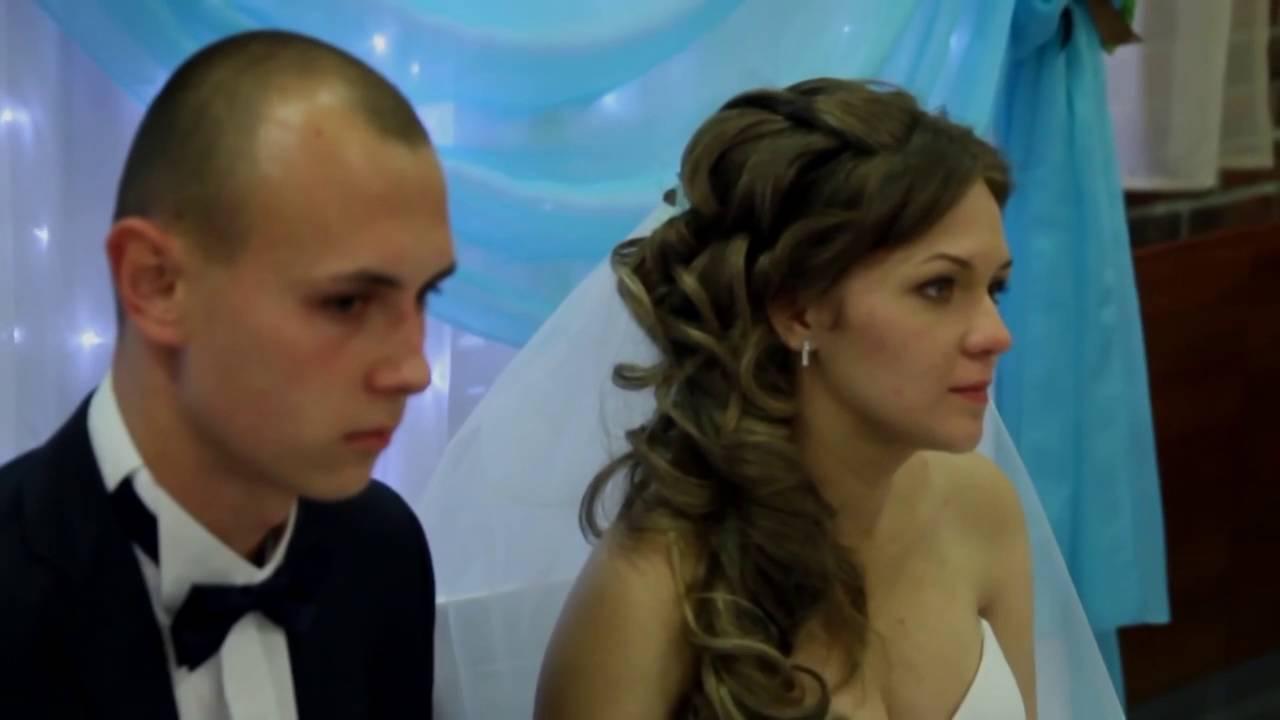 Мама поет на свадьбе сыну