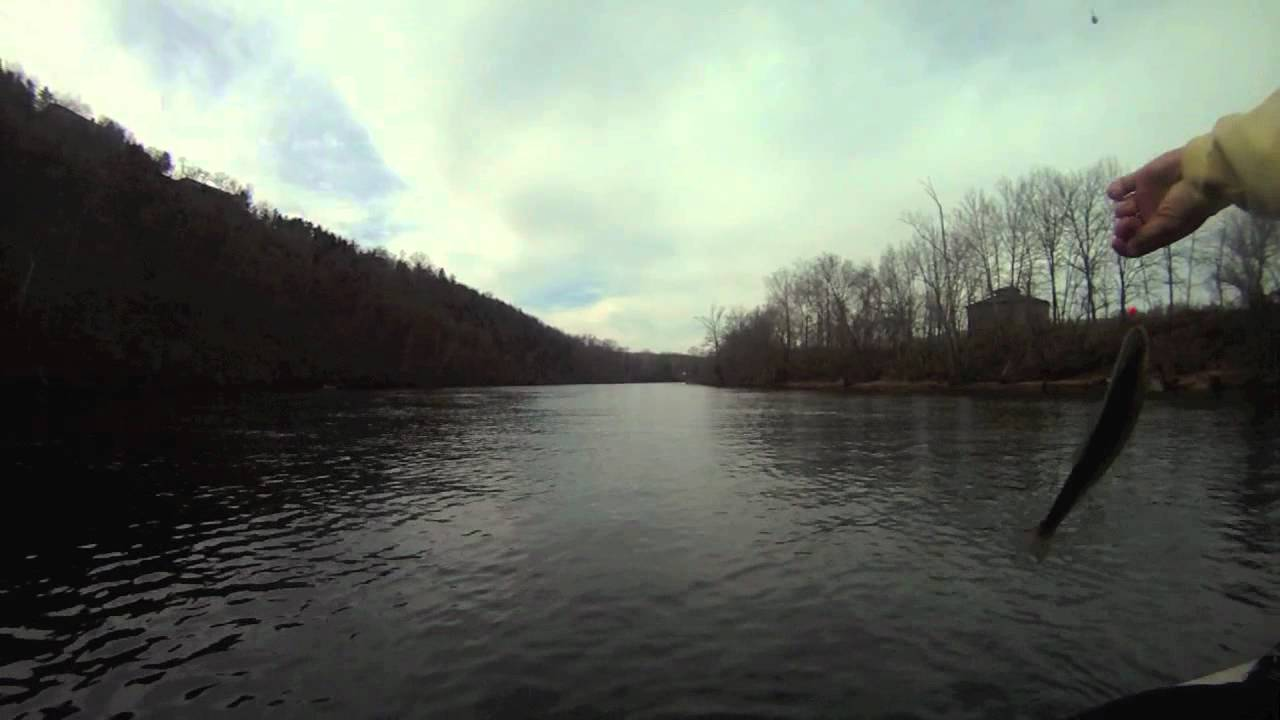 Drift fishing on lake taneycomo gulp youtube for Lake taneycomo fishing