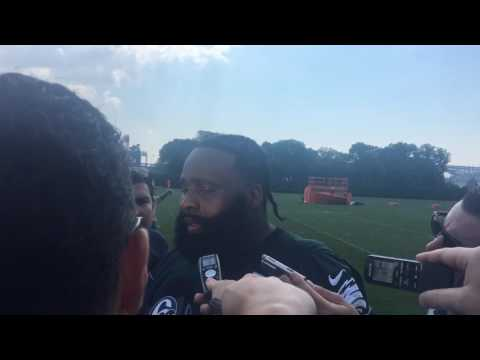 Philadelphie Eagles OT Jason Peters meets reporters after the first minicamp practice
