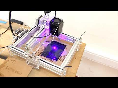 гравировка 8ми ваттным лазером на стекле