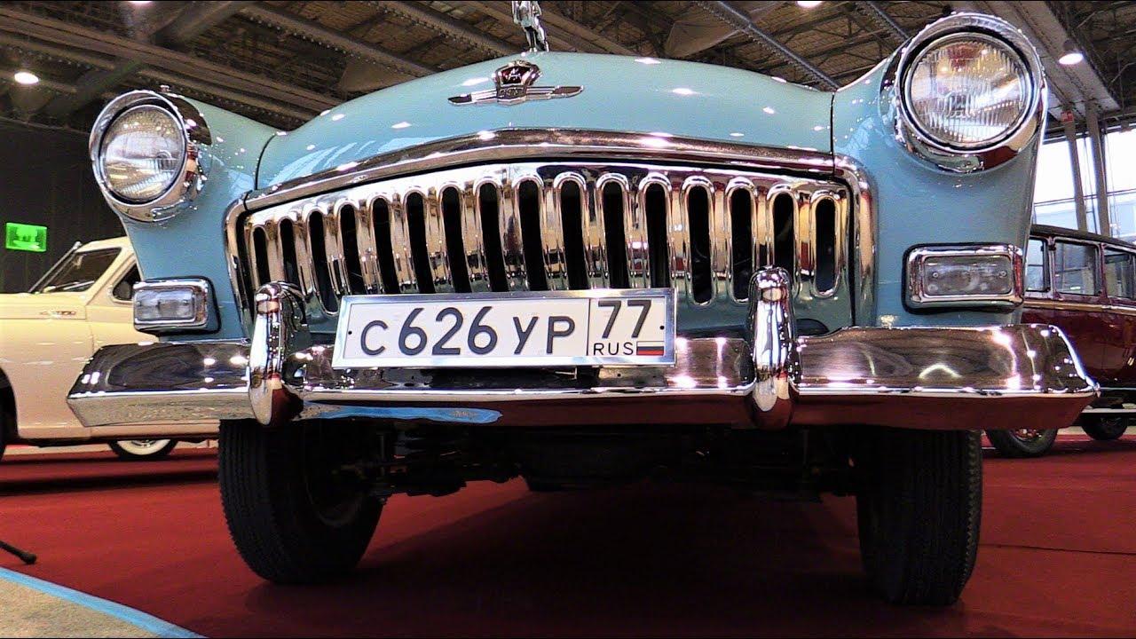 Различные ретро-автомобили на выставке