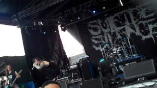 Suicide Silence at No Sleep Til Brisbane (Wall of Death+Disengage+No Pity For A Coward)